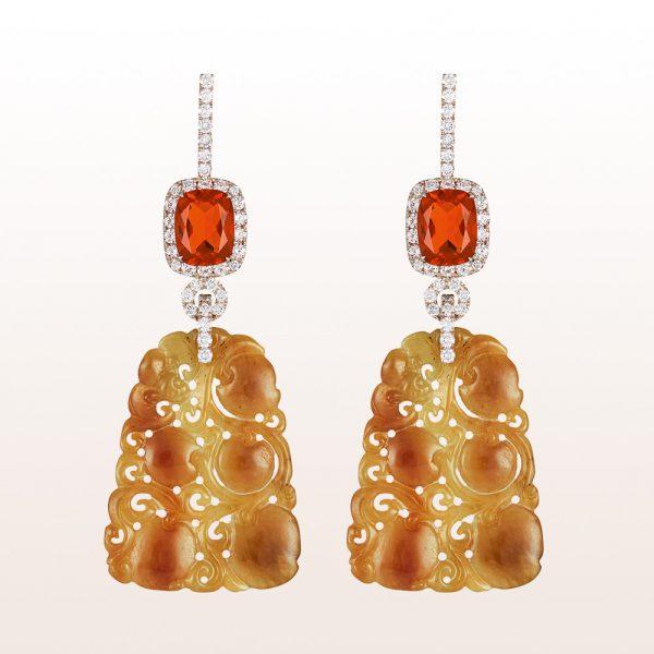 Ohrgehänge mit Feueropalen 2,80ct, oranger Jade und Brillanten 1,43ct in 18kt Weißgold