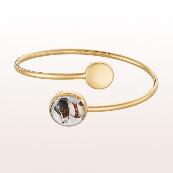 Bangle with engraved crystal quartz and mother of pearls in 18kt yellow gold