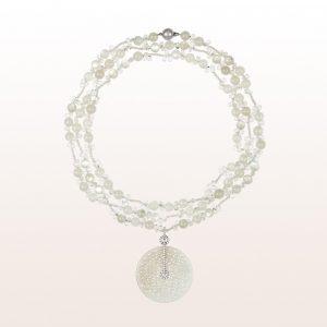Anhänger mit weißem Jade und Brillanten 0,80ct auf einem Collier mit weißem Mondstein, weißem Zirkon und einer 18kt Weißgold Kugelschließe