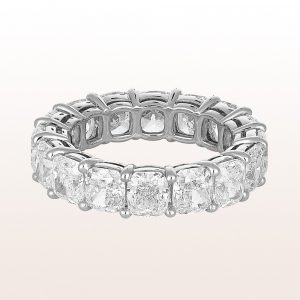 Ring mit Cushion cut Diamanten 8,41ct in Platin