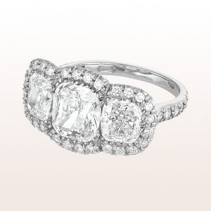 Ring mit Cushion cut Diamanten 4,39ct und Brillanten 0,49ct in Platin
