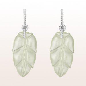 Ohrgehänge mit grüner Jade und Brillanten 0,52ct in 18kt Weißgold