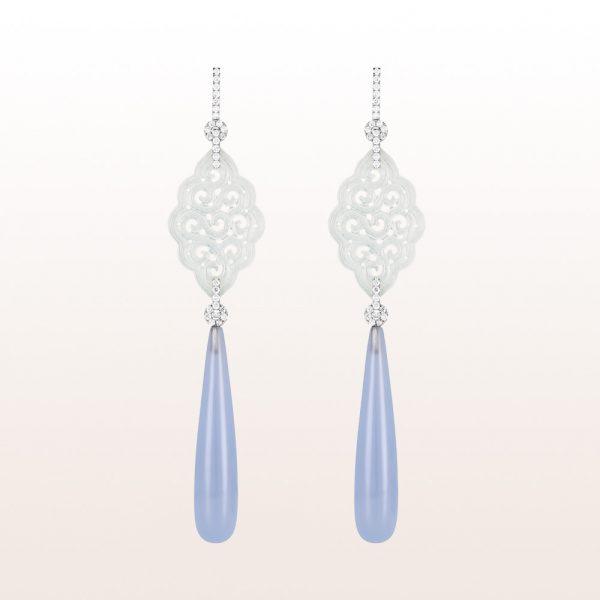 Ohrgehänge mit weißer Jade, blauen Chalzedonen und Brillanten 1,04ct in 18kt Weißgold