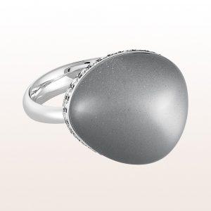 Ring mit grauem Mondstein 15,35ct und Brillanten 0,48ct in 18kt Weißgold