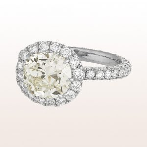 Ring mit Cushion cut Diamant 3,06ct und Brillanten 2,06ct in 18kt Weißgold