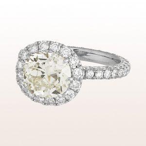 Ring mit Cushion cut Diamant 3,06ct und Brillanten 2,06ct in 18kt Weißgold