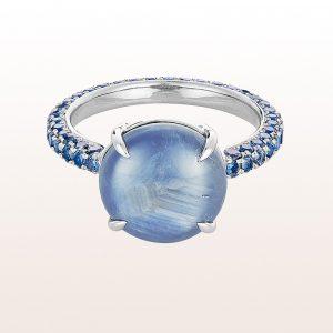 Ring mit Stern-Saphir 9,23ct und Saphiren 1,90ct in 18kt Weißgold