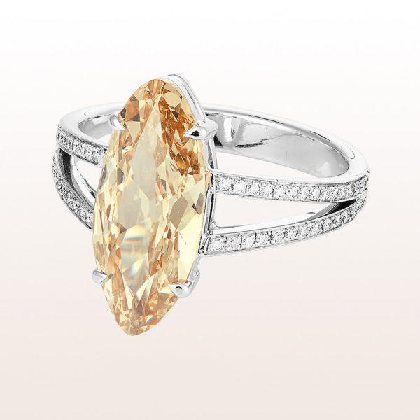 Ring mit Fancy brown Navette-Diamant 3,72ct und Brillanten 0,32ct in 18kt Weißgold