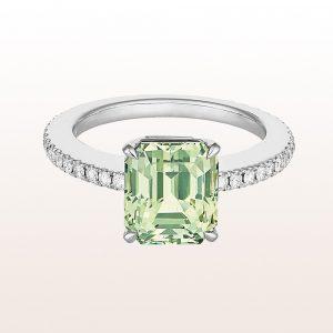 Ring mit grünem Saphir 5,67ct und Brillanten 0,54ct in 18kt Weißgold