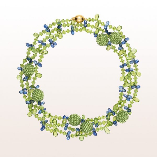Necklace with peridot and kyanite and an 18kt yellow gold clasp