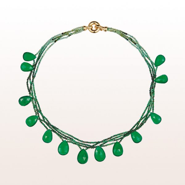 Necklace with emerald, green agate and an 18kt yellow gold clasp