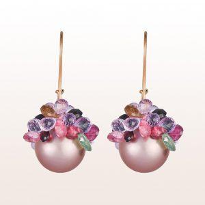 Ohrgehänge mit rosa Süßwasserperlen, Amethyst und bunten Turmalinen auf 18kt Roségold