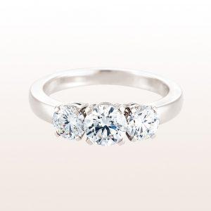 Ring mit einem Brillant 0,73ct und zwei Brillanten 0,80ct in 18kt Weißgold