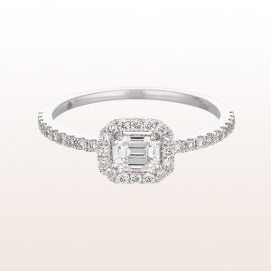 Ring mit emerald cut Diamant 0,34ct und Brillanten 0,27ct in 18kt Weißgold