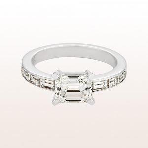 Ring mit ovalem Diamant fancy intense yellow 1,84ct und Brillanten 0,50ct in 18kt Weißgold