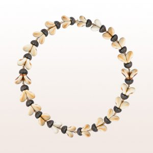 Necklace with grandln and ebony in 18kt yellow gold
