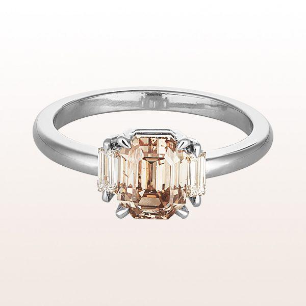 Ring mit fancy brown Diamant 2,03ct und Baguette-Diamanten 0,21ct in 18kt Weißgold