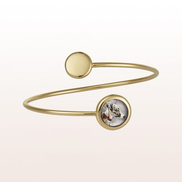 """Bangle with dog drawing """"Ida"""" out of crystal quartz and mother of pearl in 18kt yellow gold"""