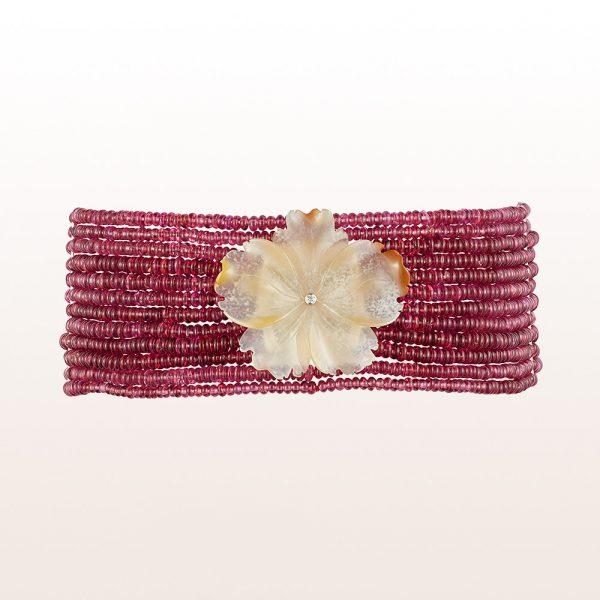 Collier de Chien mit Achatblüte, Granat und Brillant 0,03ct in 18kt Weißgold