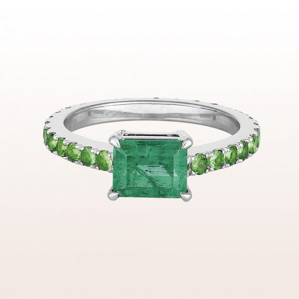Ring mit Emerald cut Smaragd 1,46ct und Tsavorit 1,19ct in 18kt Weißgold